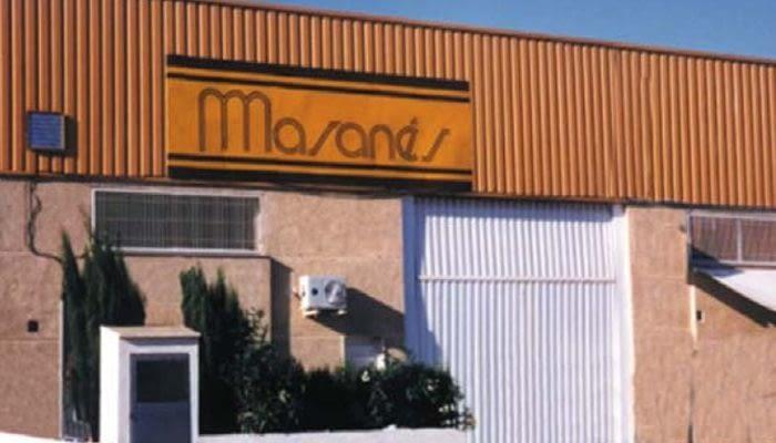 1998. Inicio de las primeras distribuciones en exclusiva de proveedores extranjeros para la venta a toda España. 1999. Apertura del primer taller en Valencia.