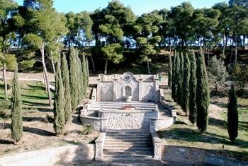 Monument i font al Mestre Güell