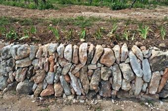 Quatre pedres ben posades, quasi un parterre, que ens demostra la bellesa de les petites construccions