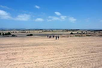 El paisatge que queda en bona part del territori, amb grans extensions de terra sense drenatge, a mercè de l'aigua de les pluges.