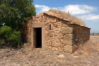 Una altra cabana de volta, un xic deteriorada del ràfec.