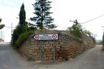 Voleu veure parets de pedra seca? Aquí n'està ple