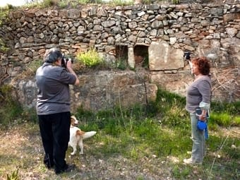 A la Figuera vam passar pel Collet Redó. Aquí, l'equip de Josep Maria Peñalver retratant unes arneres.