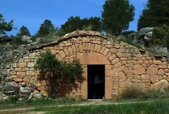 Cabana de volta ben caracteristica de les Garrigues. És pedra seca induscutible, amb la volta vista, els estreps i els elements de la porta fets d'una peça.