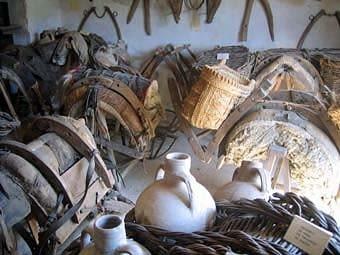 Aquest museu el va muntar l'Emili Boada, son pare, amb estris i materials propis dels traginers i de la pagesia, que va reunir amb entusiasme de col·leccionista.