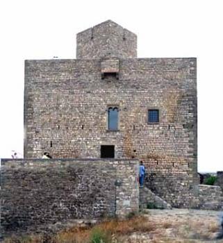 El castell de Malgrat, que s'està reparant en vistes al turisme rural.