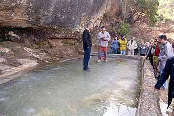 Aquesta bassa ha quedat glaçada, i manté un bon gruix de gel, tot i l'època de l'any que som.