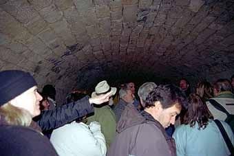 l'interior ple de visitants.