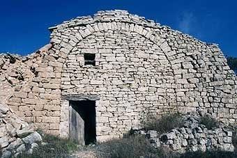 Aquesta construcció  de  volta,  de  dos pisos,  és  la  cabana del cacano. És l'exemplar  més representatiu. Actualment està en reparació.