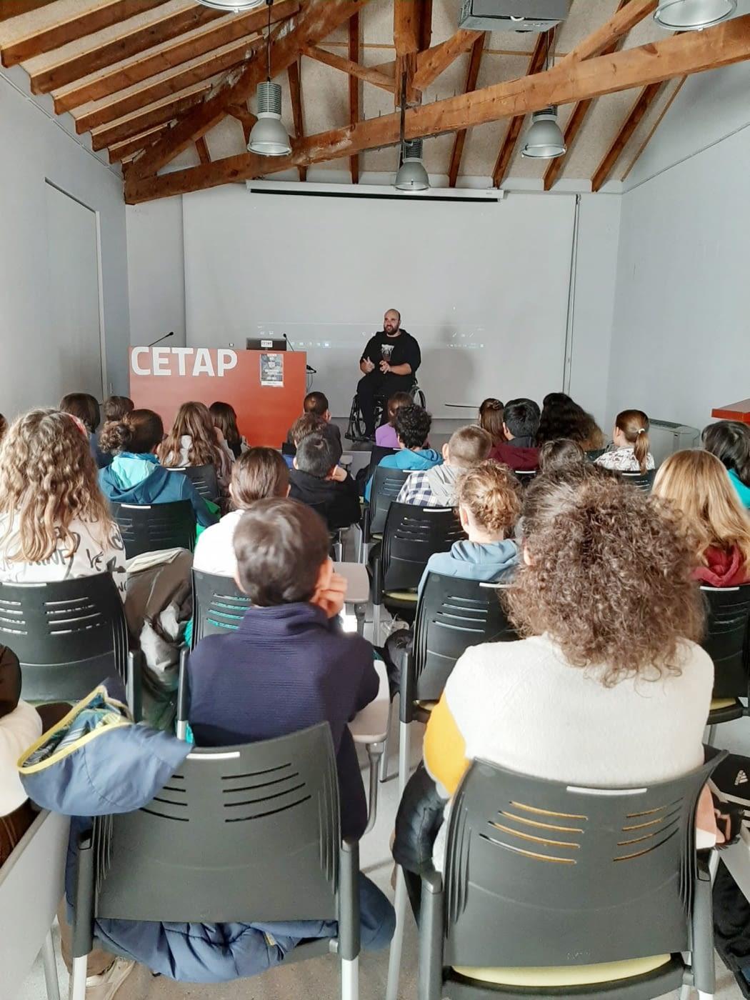 Un centenar de alumnos/as de La Seu d'Urgell aprenden qué es la discapacidad