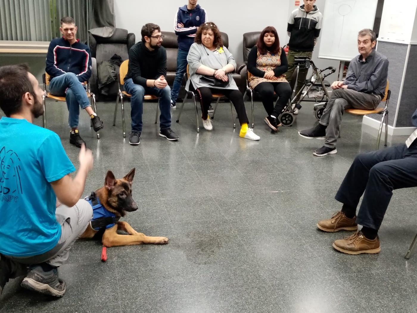 ASPID pone en marcha dos talleres terapeuticos de educación canina y de danza y música