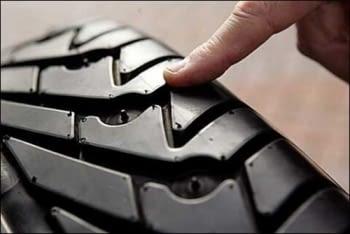Hacer turismo seguro: ¡Cuida tus neumáticos!