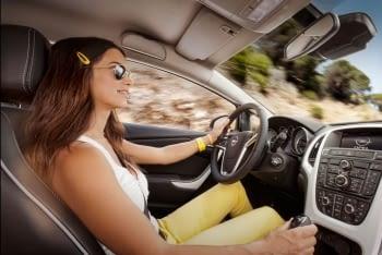 Gafas de sol para conducir: ¿Polarizadas o no?