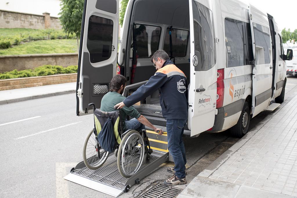 Abierta la convocatoria para las ayudas de transporte para  personas con discapacidad, con dependencia y  con mobilidad reducida, para que puedan acceder a los servicios de atención especializada de la comarca del Segrià