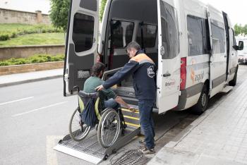 Oberta la convocatòria dels ajuts de transport per a persones amb discapacitat, amb dependència i amb mobilitat reduïda, per tal que puguin accedir als serveis d'atenció especialitzada de la comarca del Segrià.