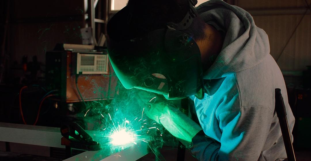 Equipo de producción y fabricación RSL. Grandes profesionales y garantía de éxito.