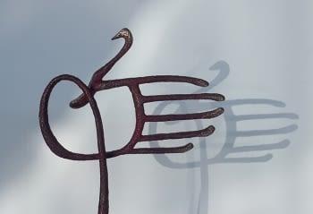 GRÀCIES sculpture