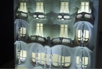 Maqueta Casa Batlló iluminada