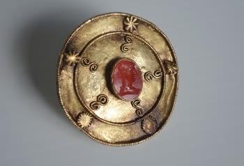 Rèpliques de joies i monedes d'or