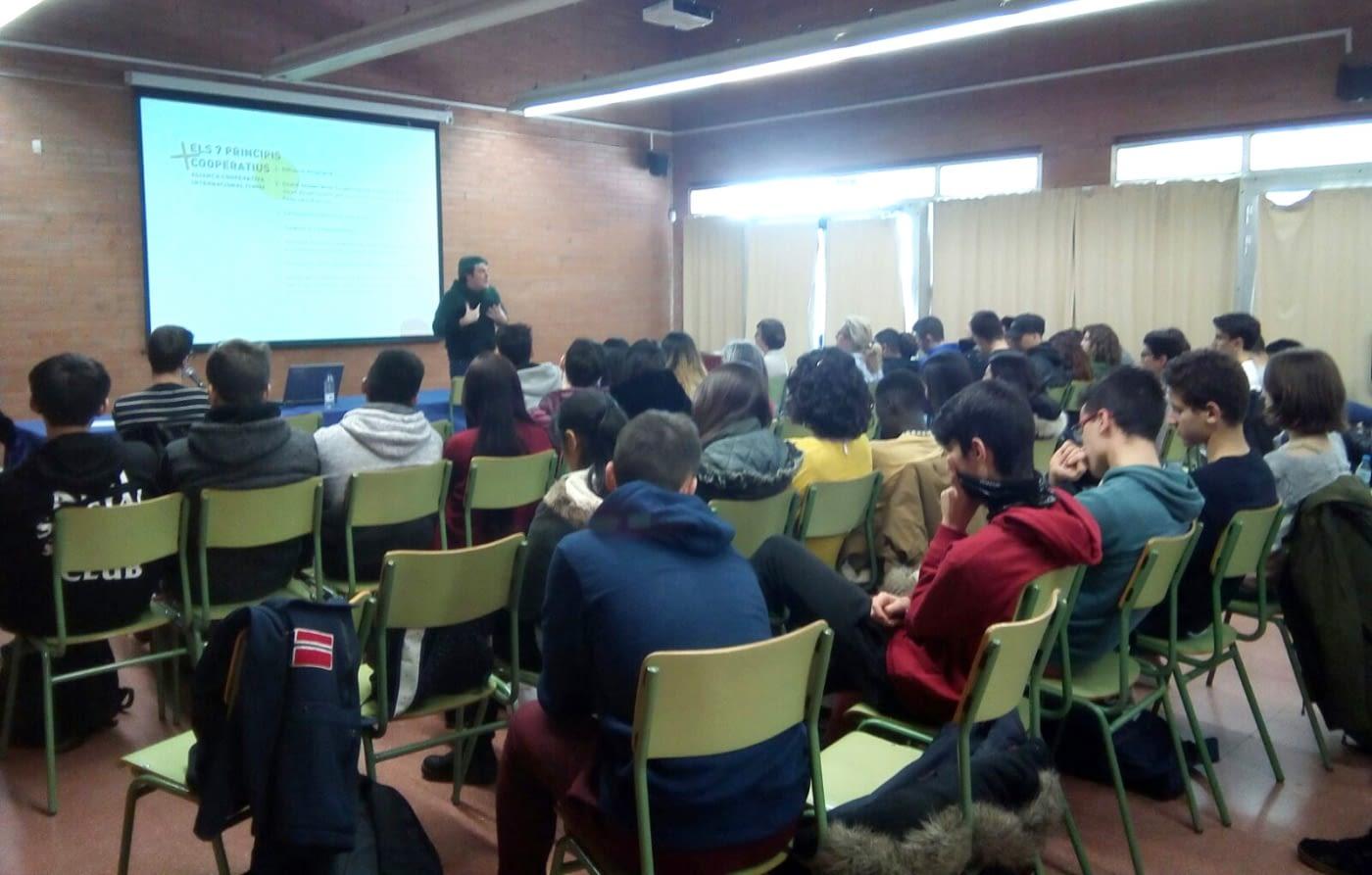 Formació sobre economia social i solidària a alumnes de batxillerat i cicles formatius