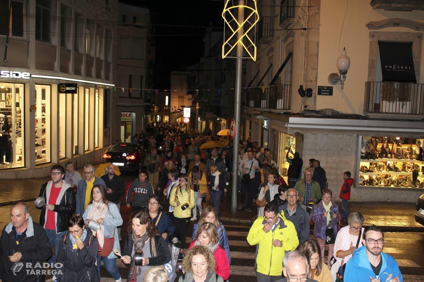 Centenars de persones es concentren a Tàrrega per protestar per l'empresonament dels Jordis
