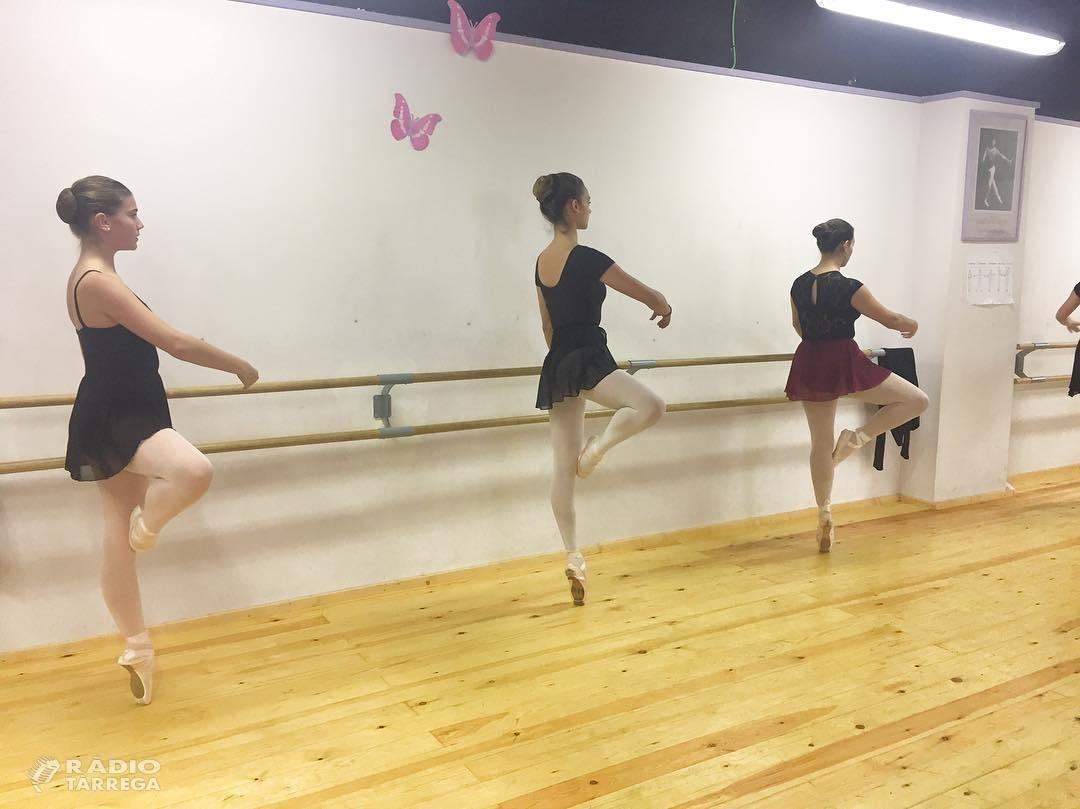 Alumnes de l'Estudi de Dansa de Tàrrega participen en una masterclass gratuïta de l'Institut del Teatre amb altres alumnes de la província.