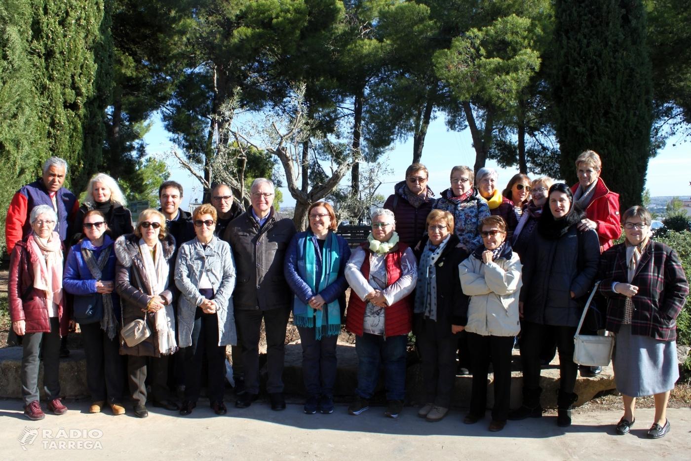 Les Dones Arrel de Tàrrega commemoren el seu 25è aniversari amb la plantada d'una olivera al Parc de Sant Eloi