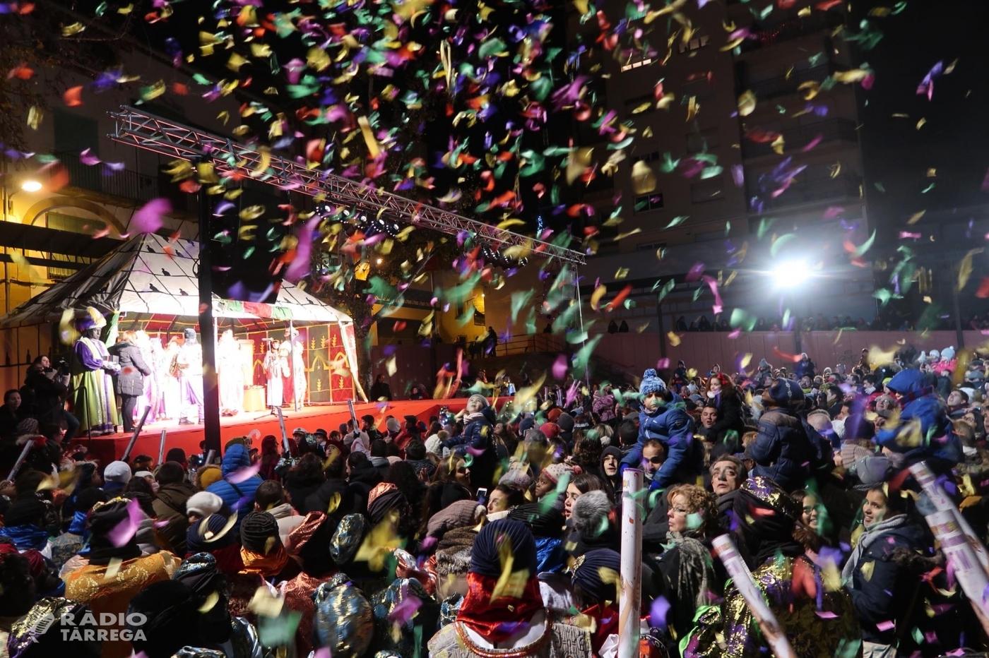 Tàrrega dona una càlida benvinguda a Ses Majestats Melcior, Gaspar i Baltasar en una altra nit màgica i multitudinària