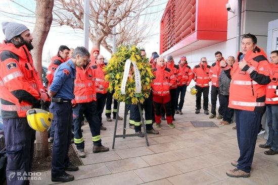 Els bombers voluntaris comuniquen a la regió d'Emergències de Lleida que no poden obrir els parcs per falta de personal