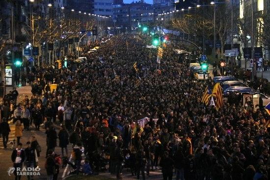 Milers de persones es manifesten pels carrers de Lleida per denunciar la ''farsa'' del judici