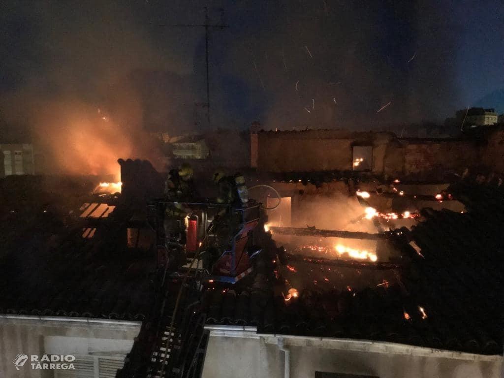 Incendi en un habitatge de Tàrrega amb un ferit