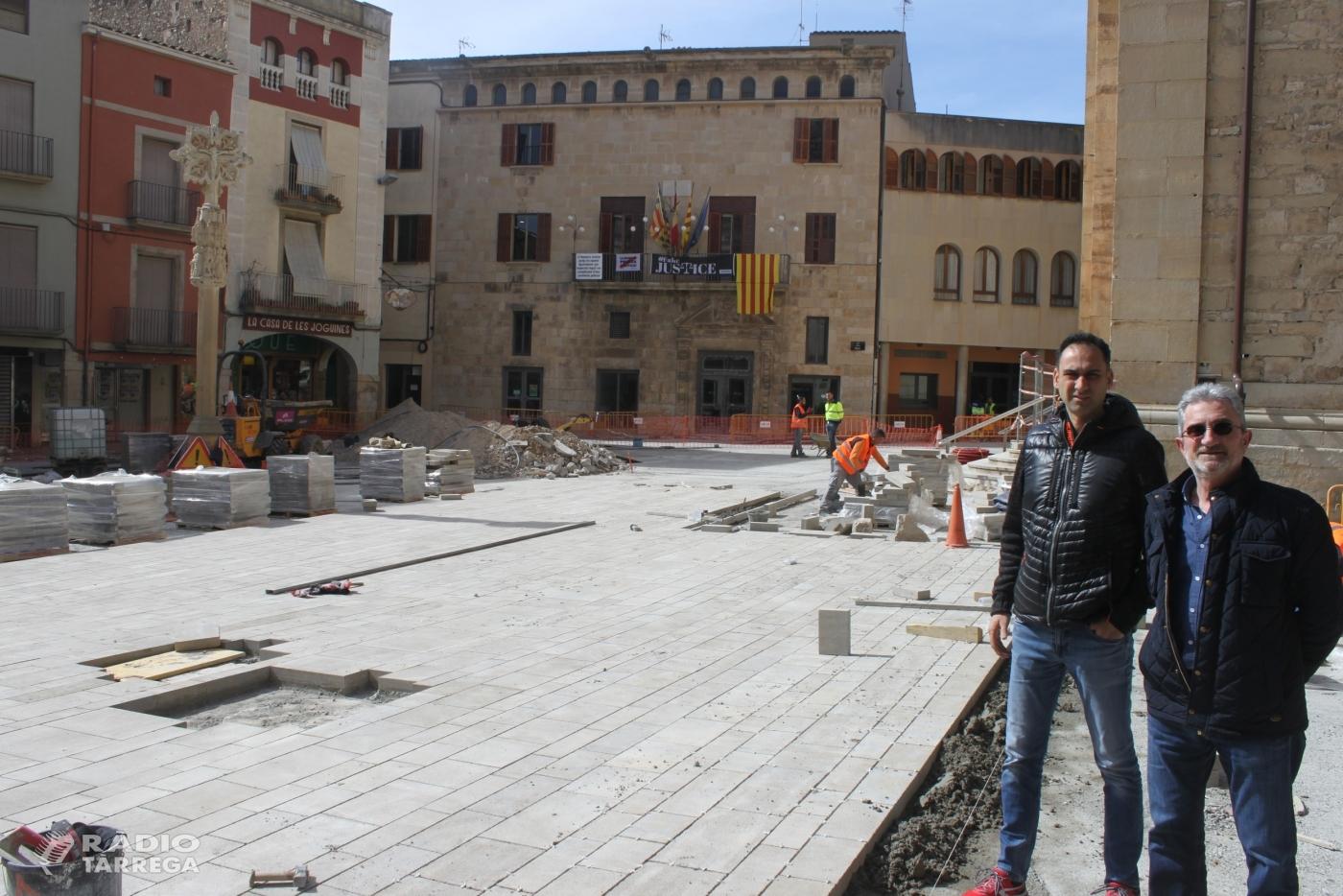 Les obres d'adequació de la plaça Major de Tàrrega marxen a bon ritme i ja és visible part del nou paviment de pedra natural