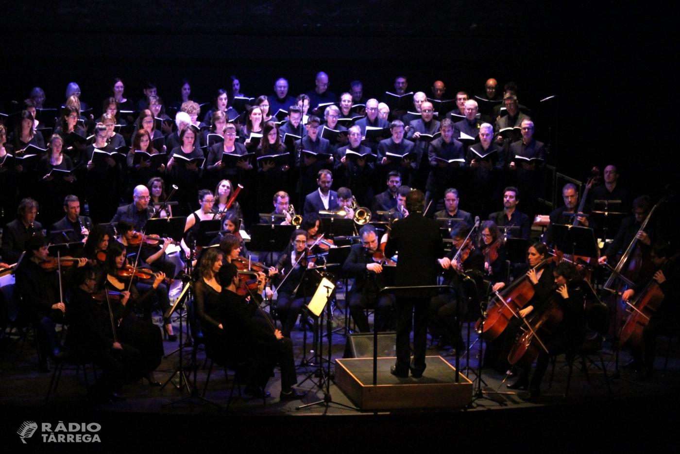 L'Orquestra Julià Carbonell i l'Orfeó Lleidatà obren el cicle musical Tàrrega Sona 2019 omplint el Teatre Ateneu