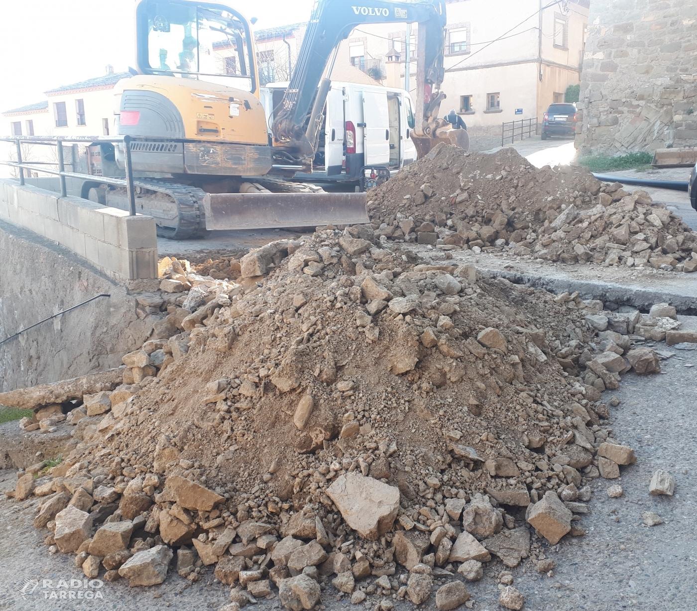 Inici de les obres del carrer del Caminet de Montclar per arreglar el tram de paviment i millorar les xarxes de subministrament actuals