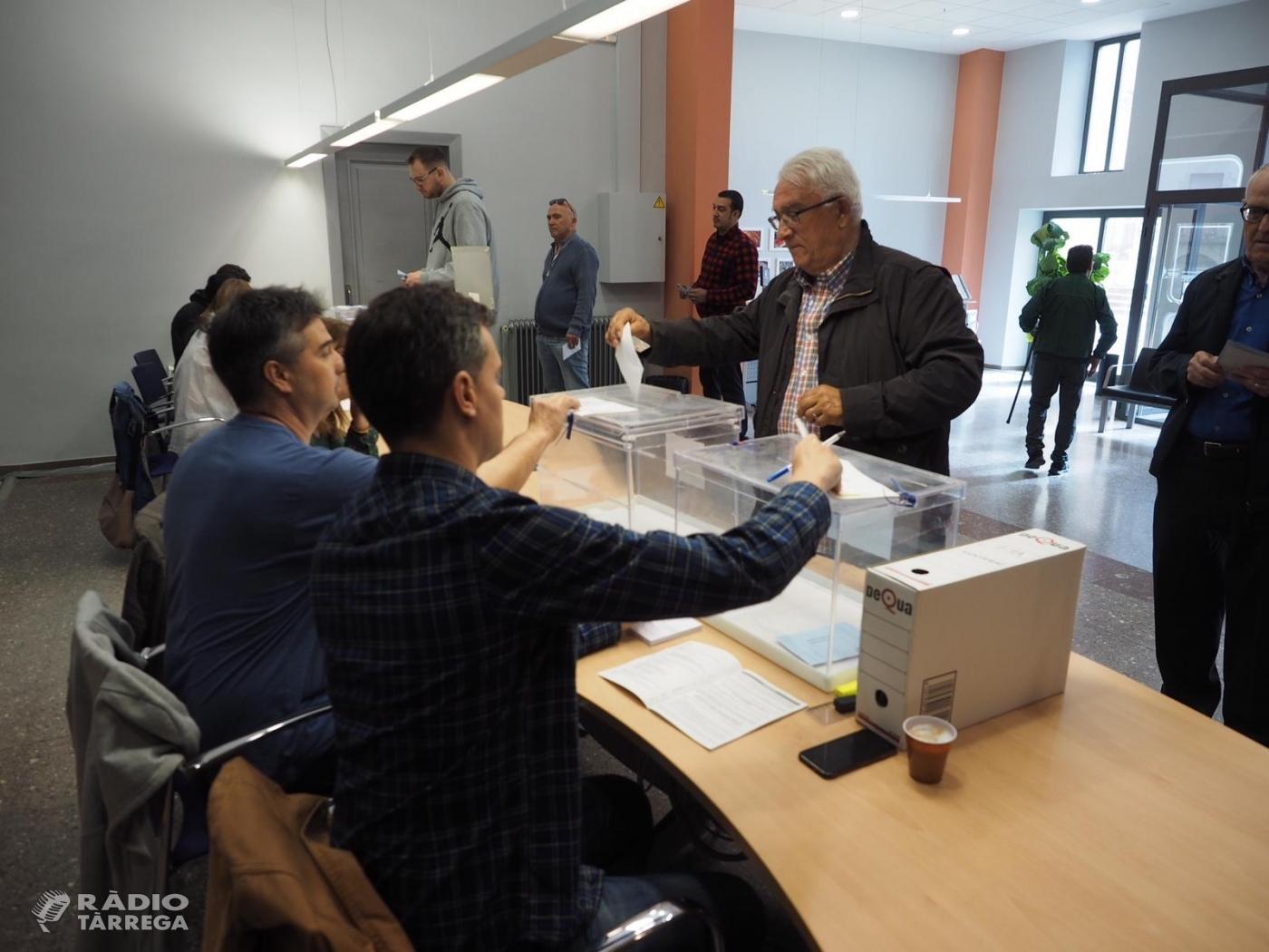 Obren els col·legis electorals a Tàrrega, on hi ha cridats a les urnes 10.963 electors