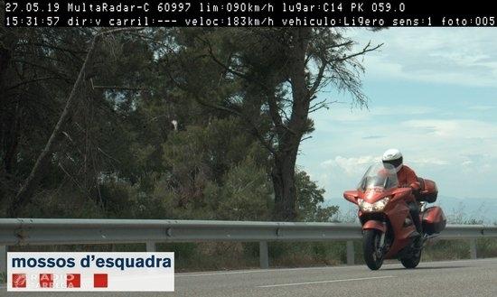 Denunciat un motorista que circulava a 183 km/h per la C-14, a Ciutadilla