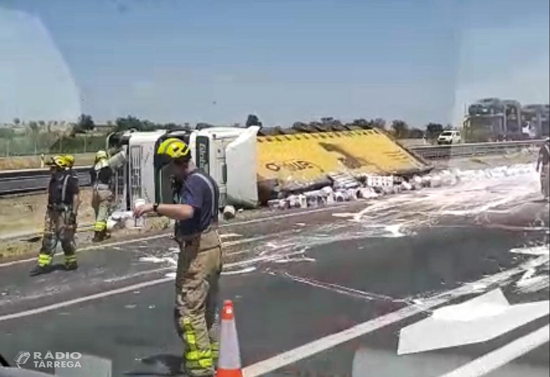 Accident amb tres camions implicats a l'A2 prop de Vilagrassa