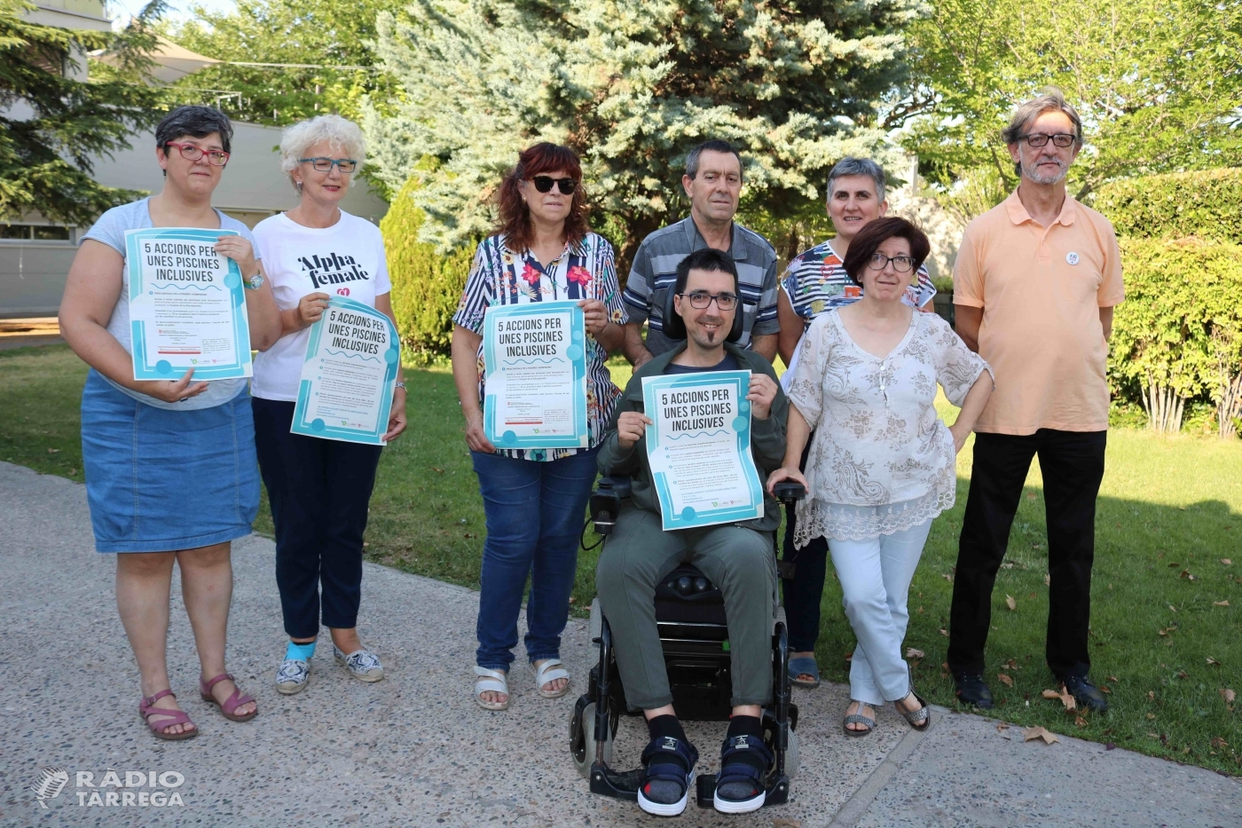 Famílies del Grup Alba impulsen una campanya per millorar l'accessibilitat de les persones amb d'altres capacitats a les piscines de l'Urgell i la Segarra