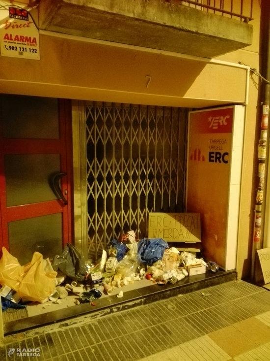 Els CDR llancen escombraries davant de seus d'ERC i del PDeCAT de diverses localitats i de consells comarcals
