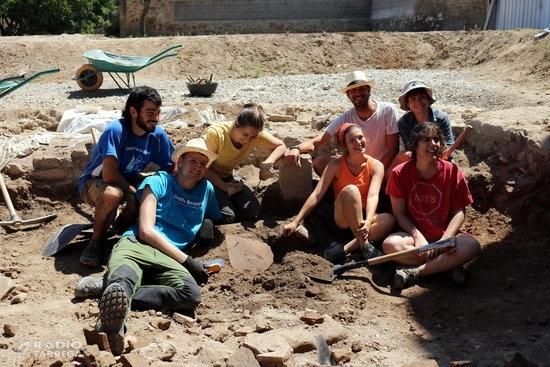 Les excavacions al jaciment de la ciutat romana d'Iesso treuen a la llum dues teules de terracota amb petjades impreses
