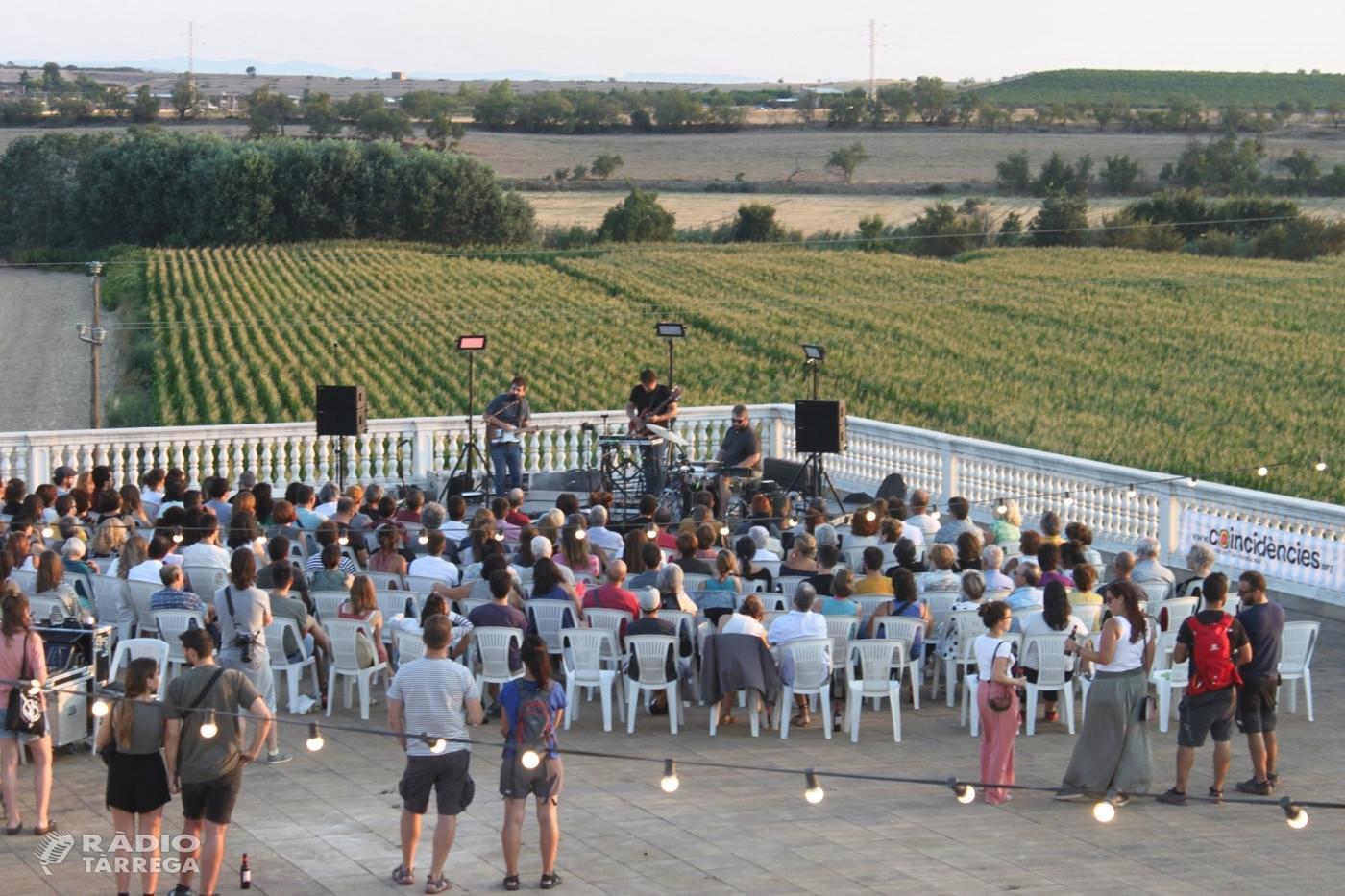 """El cicle """"Terrats en Cultura"""" a Tàrrega es tanca amb un vibrant concert del cantautor Pau Vallvé a Cal Trepat"""