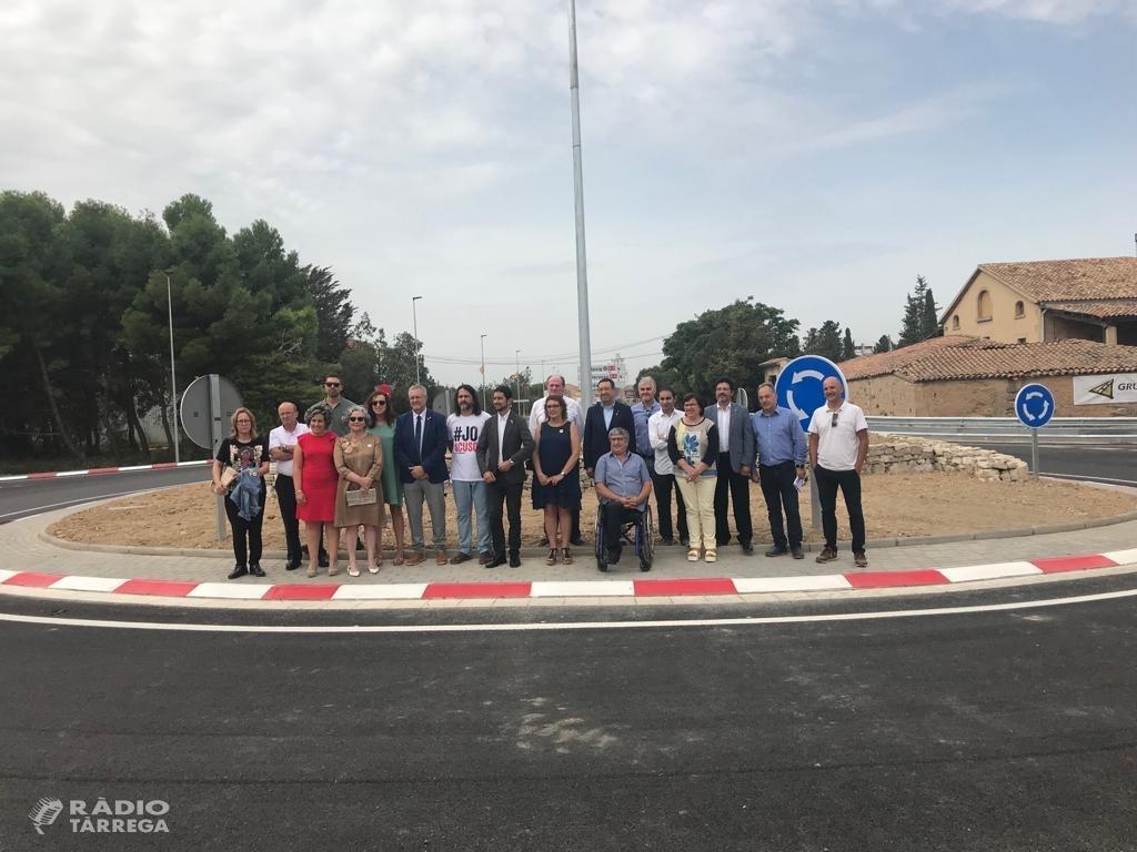 El conseller Calvet visita la nova rotonda de Bellpuig