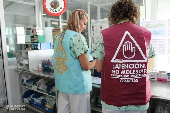 L'Hospital Arnau de Vilanova estrena armilles 'antiinterrupcions' per evitar errors durant la preparació de la medicació
