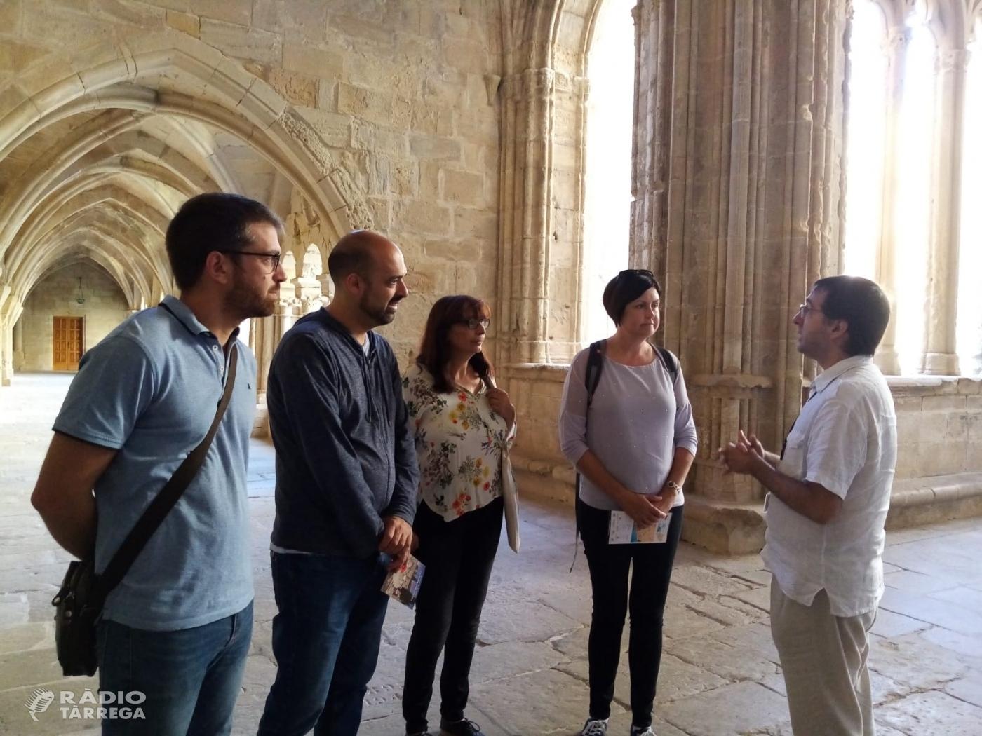 Una agent de viatges anglesa, visita el monestir de Vallbona de les Monges