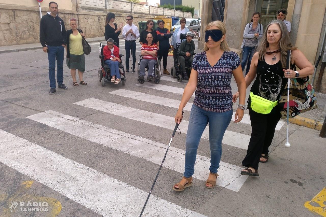 L'Ajuntament de Tàrrega sensibilitza sobre la necessitat d'adaptar les ciutats a les persones amb mobilitat i visió reduïda