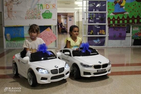 El servei de pediatria de l'Hospital Arnau de Vilanova incorpora dos cotxes elèctrics per als infants ingressats