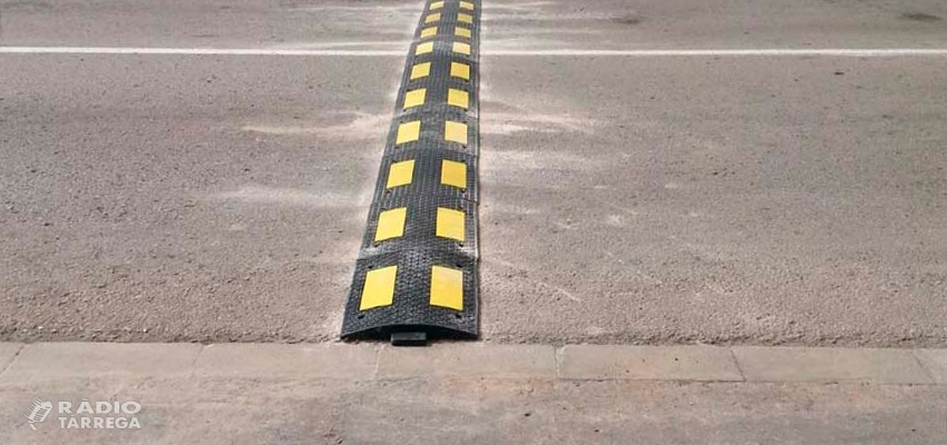 L'Ajuntament de Tàrrega instal·la bandes rugoses en diferents carrers de la ciutat per reduir l'excés de velocitat