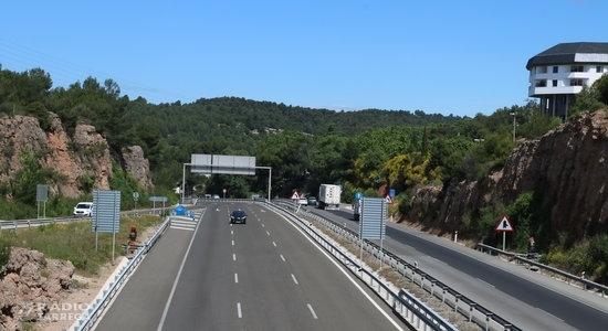 El Parlament demana a Foment que estudiï la viabilitat d'ampliar a un tercer carril l'A-2 entre Lleida i Cervera