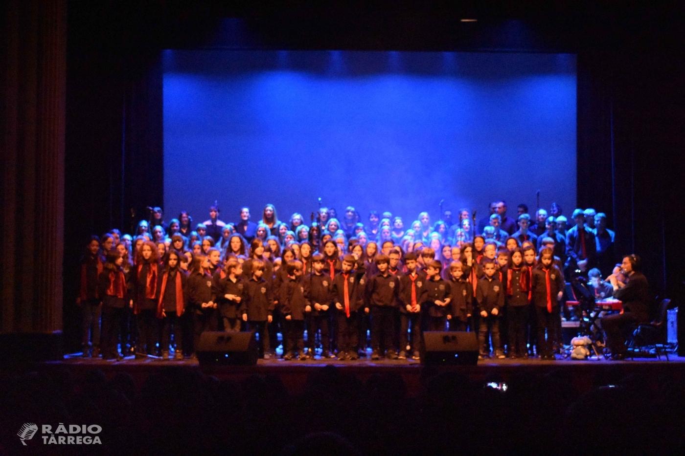 Les corals de l'escola Vedruna de Tàrrega acomiaden l'any amb un concert al teatre Ateneu