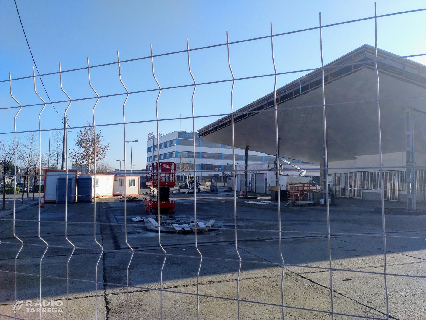 Inicien l'enderrocament de la benzinera Prats de Tàrrega que donarà pas a un Mercadona